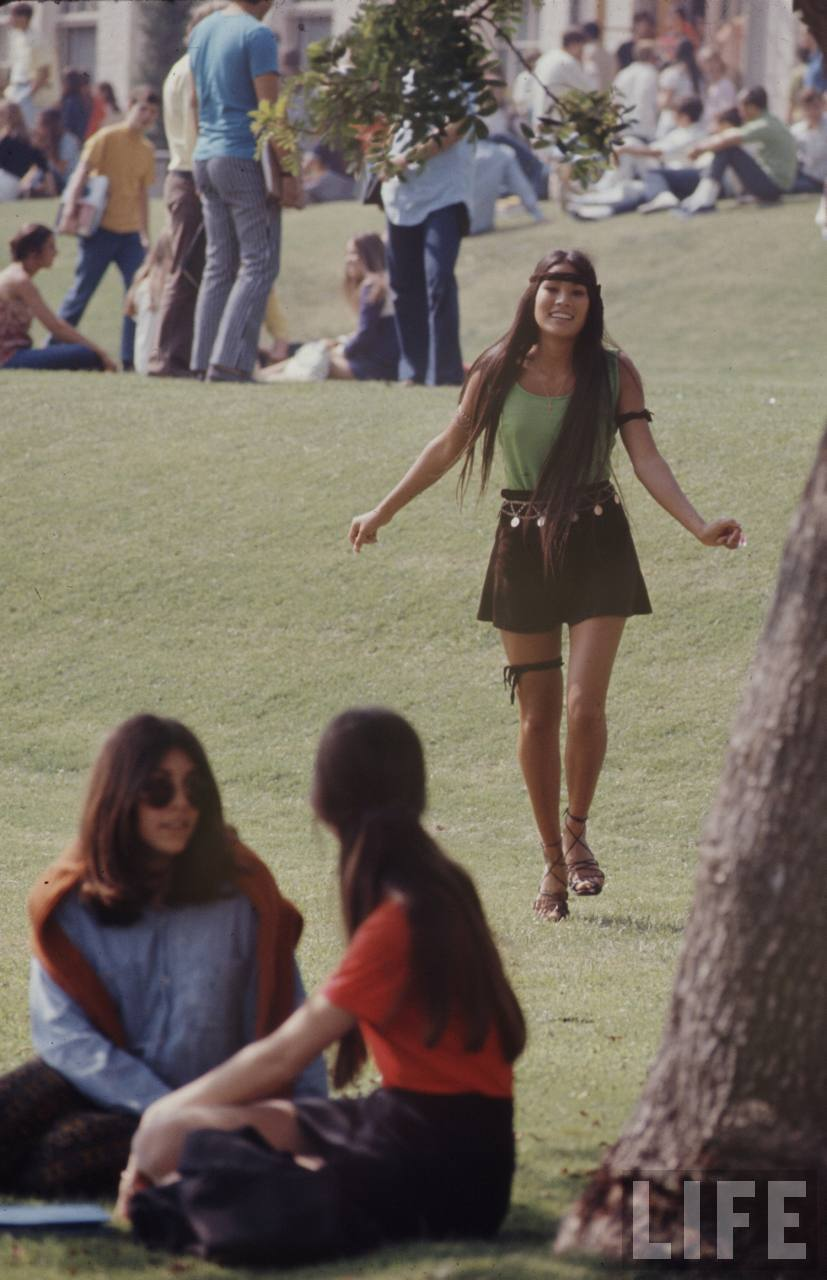 Miss Moss: High school fashions, 1969